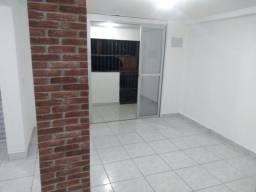 Alugo casa Bairro República 2 quartos sem garagem. Primeira locação após pintura.