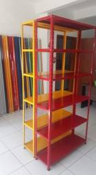 estante de aços coloridas