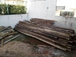 Escoras de madeira para obras