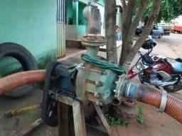 Bomba para irrigação tocada por trator