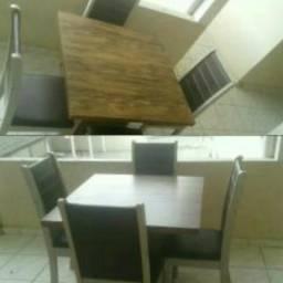 Mesa madeira, com quatro cadeiras
