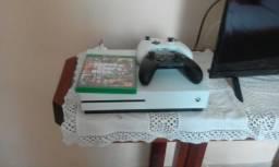 Xbox one S 500 gb+ 2 controles