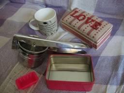 Lote 5 (Caneca Grande, Amassador de Batata de Inox, grande, 1 Caixa de Love e 2 caixas Ros