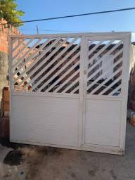 Vendo portão e duas grade de janela