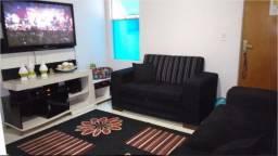 Aluga apartamento de 2QTS. com Armários e Fogão. Ap. de Goiânia