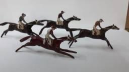 Cavalinhos de corrida de chumbo