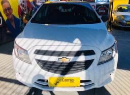 Chevrolet Onix 4 porta branco completo flex 2018 semi novo super lindo