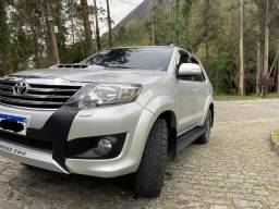 Hilux turbo diesel 3.0 4x4 7 lugares 11/12 somente 100 mil km