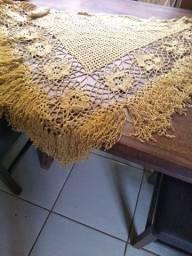 Chale de crochê dourado