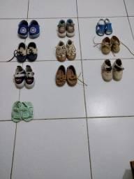 Lote de sapatos de menino