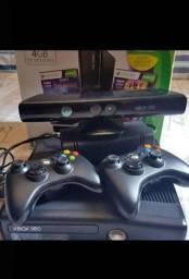 Xbox 360 slim com Kinect e dois controles e um personalizado