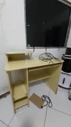 Mesa de computador ou rack para tv creme