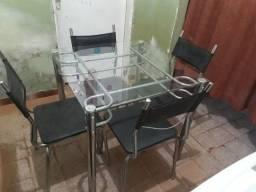 Mesa com 4 cadeiras de vidro