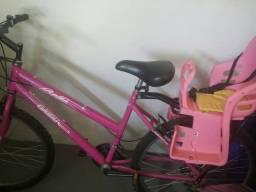 Bicicleta com cadeirinha. De R$ 780,00 por R$ 670,00