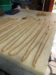 Corrente de moedas com banho em ouro com garantia