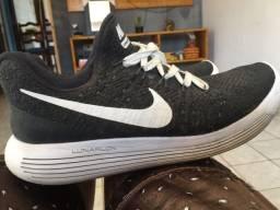 Tênis Nike Flyknit Lunarlon