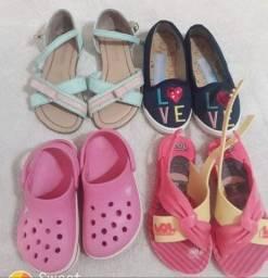 Vendo sandalias 15 reais cada!