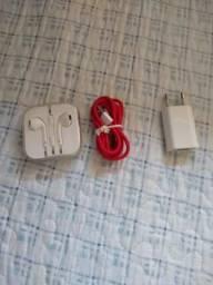 Carregador cabo e fone do iPhone