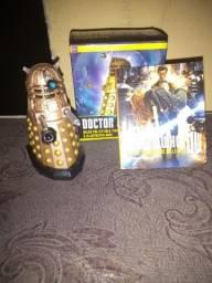Itens de coleção de Doctor Who:uma miniatura e um livro(leia descrição)