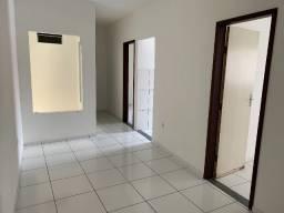 Alugo apartamento 2/4 - Excelente localização