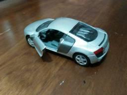 Kinsmart Miniatura Audi R8 Scale 1/36