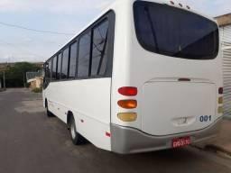 Microonibus comil pia