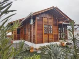 Linda e Estilosa, essa residência pré fabricada em madeira de lei, irá te encantar!