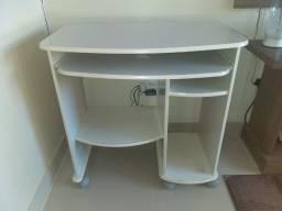 Mesa para computador de rodas