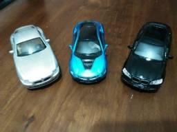 Kinsmart Miniaturas carros - Lote- 03 unidades BMW- ler descricao