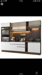 Cozinha completa com armário, balcão, cooktop 5 bocas e pia