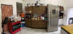 Alugo uma casa com 1 quarto,sala,cozinha,e coragem pra um quarto