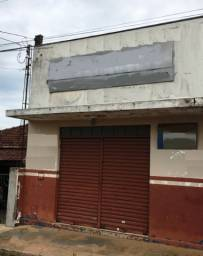 Aluga-se Salão Comercial no Centro de Américo Brasiliense/SP
