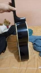 Violão preto usado