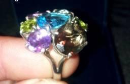 Relógio aliança e anel com pedras preciosas