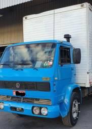VW 13130 Caminhão toco baú