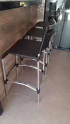 Cadeira e baquetas