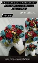 1 Arranjo de Flores mix artificiais no vaso de barro branco apenas 70,00