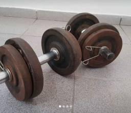 2 Barrinhas com 20kg de anilhas.....