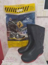 Vendo bota de motoqueiro nova nunca usada