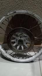 Vendo roda dianteira de moto capacete e espelho de freio