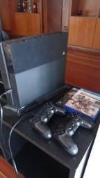Playstation 4 c/ 2 controles, 2 jogos.