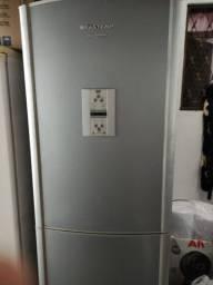Vendo armário e geladeira