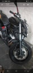 Vende se essa Kawasaki  com alguns detalhes