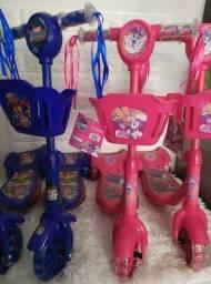 Patinete 3 Rodas Infantil Musical Com Luzes , Cesta Azul e rosa.