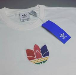 Camiseta Adidas Originals 3D Trefoil BR
