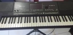 teclado pá 600 korg semi novo todo original funcionando tudo normal
