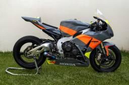 Honda CBR1000RR ano 2011 para pista