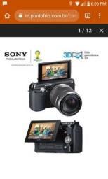 """Câmera Digital Sony NEX-F3 Preta com 16.1MP, LCD móvel 3.0"""", Detector de Face e sorriso"""
