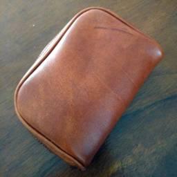 Necessaire Básica em couro legítimo e costurada a mão