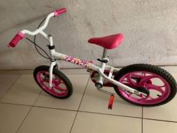 Bicicleta rosa infantil